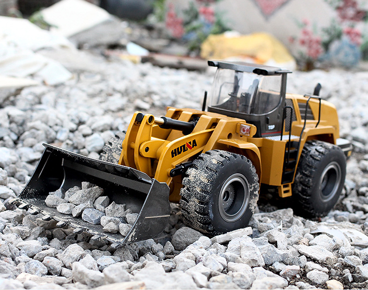 Alloy Parts RC Loader. (Remote Control DieCast Loader Scale Model)