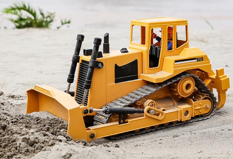 "-""Simulation RC Bulldozer""- Electric Remote Control Bulldozer Toy (Construction vehicle toy, Outdoor children's beach toy)"