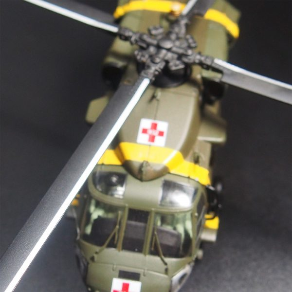 1/72 Scale Diecast Model Helicopter, Sikorsky S-70 Army UH-60 Black Hawk (Blackhawk) Medical Evacuation Helicopter, Full Metal Helicopter Scale Model