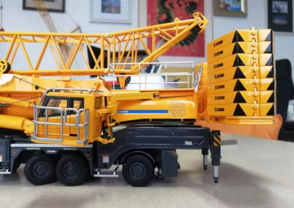 1/50 XCMG Official 1200 ton 8axle Mobile Crane All Terrain Crane Xca1200 Truck Crane Diecast Scale Model. (Construction Vehicles, Heavy Equipment, Machinery, heavy-duty vehicles, construction engineering Scale Model)