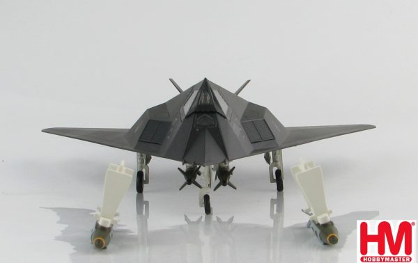 "Hobby Master Collector 1/72 Air Power HA5806 Lockheed F-117A Nighthawk Stealth Attack Aircraft ""Operation Allied Force"" 82-803, 8th FS ""Black Sheep"", Kosovo War, 1999 (Military Airplanes Diecast Model, Pre-built Aircraft Scale Model)"