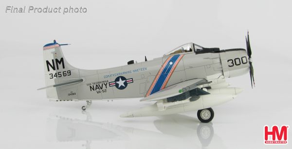 "Hobby Master Collector 1/72 Air Power HA2912 Douglas A-1H Skyraider BuNo 134569, VA-52 ""Knight Riders"" USS Ticonderoga, summer 1967. United States Navy Douglas A-1 Skyraider Attack aircraft (Military Airplanes Diecast Model, Pre built Aircraft Scale Model)"