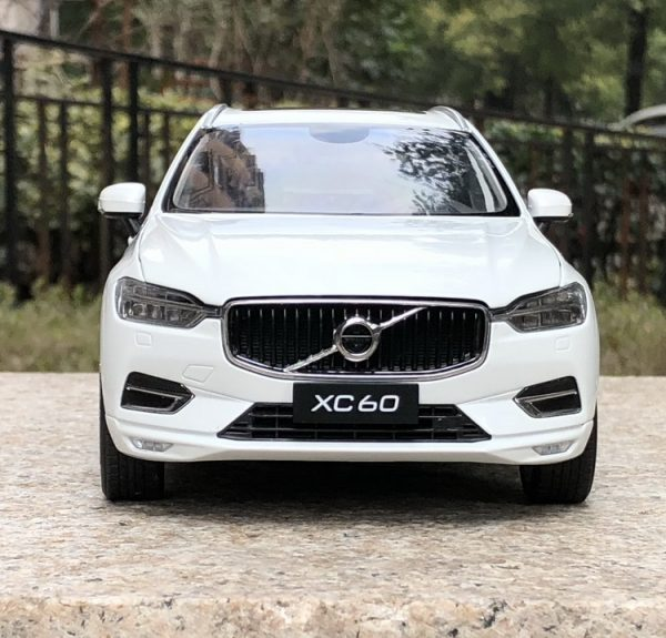 1/32 VOLVO XC60 Diecast Alloy Car Model Off-road Vehicle Simulation Toy Metal Body Suv With Music Sound Light for Boy Birthday