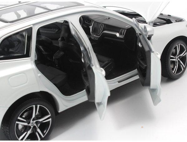 Original Diecast Car Model 2018 VOLVO XC60 Luxury Version in 1:18 Scale White