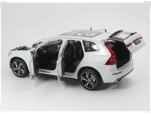 Detailed collectors model of the Volvo XC60. Die-cast. Complete with display stand. Color: Crystal white. Scale: 1:43. Not intended for children under the age of 12.