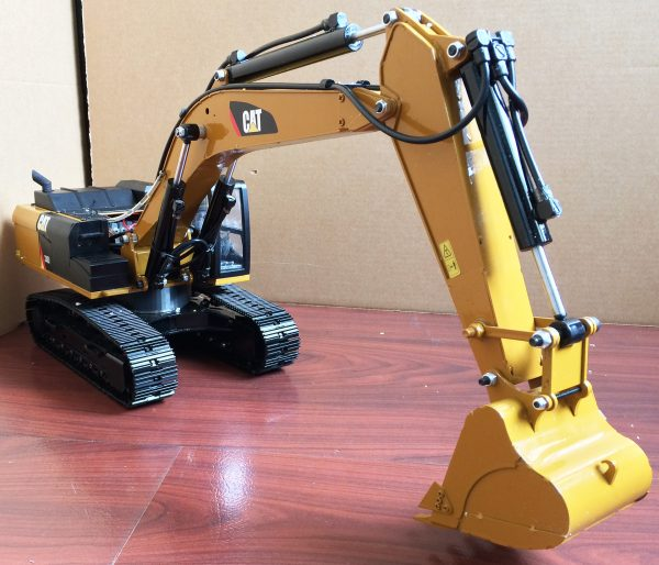 Caterpillar 336D / 336D2 L Hydraulic Excavator Scale Model, All & Full Metal, R/C & Remote Control & Radio Control Hydraulic Excavator. (RC Heavy Equipment, RC Construction Tractor, RC Earth Mover, RC Construction, RC Building Maintenance, RC Building Construction, RC Komatsu)