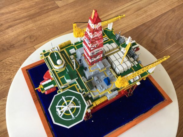 1/700 Scale Model China National Offshore Oil Corporation 982 Deepwater Semi-Submersible Drilling Platform, COSL HYSY982 Semi-Submersible Offshore Drilling Rig (Oil platform, Offshore Platform) Die-Cast Model